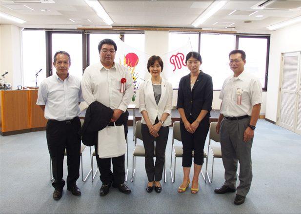 中央が神奈川県環境農政局長、左から二番目が松尾課長代理